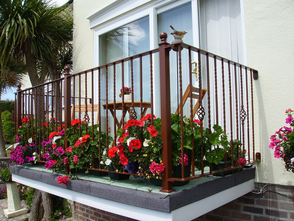 Devon spirals staircases balconies railings for Balcony balcony